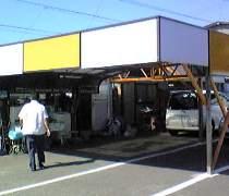 パーキング松本駐車場内の事務所にて受付いたします。
